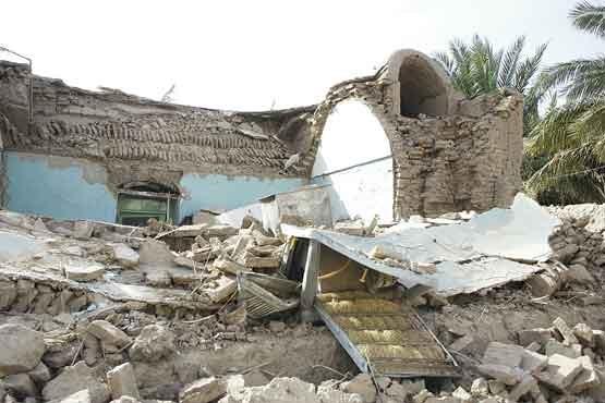 عکسی دیده نشده از حضور رهبر انقلاب در زلزله بم با لباس مبدل