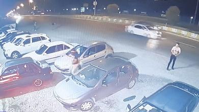 فیلم از جزئیات لحظه حمله بیرحمانه اراذل و اوباش به رستوران و خودروهای مردم در شهر سرخرود