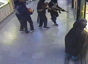 فیلم حمله سرقت مسلحانه پاساژ طلا فروشی (پاساژ اصحاب) در سراوان  با لباس داعش!