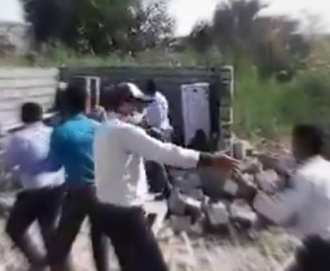 جزئیات تخریب خانه یک زن سرپرست خانوار در بندرعباس توسط ماموران شهرداری حادثه آفرید و باعث خودسوزی این زن شد+فیلم