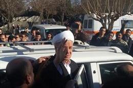 با سردادن شعار «هاشمی هاشمی، بصیرت بصیرت» واکنش معنادار دانشجویان دانشگاه آزاد بجنورد به حضور سرزده هاشمی رفسنجانی +فیلم